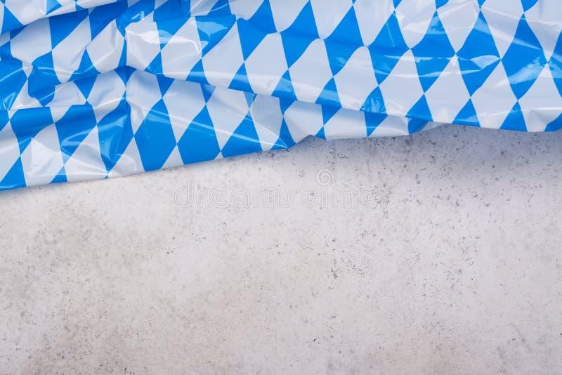 Bayerisch-blaue und weiße Tischdecke stockbild