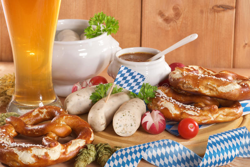 Bayerisches Kalbfleisch-Wurst-Frühstück lizenzfreies stockbild