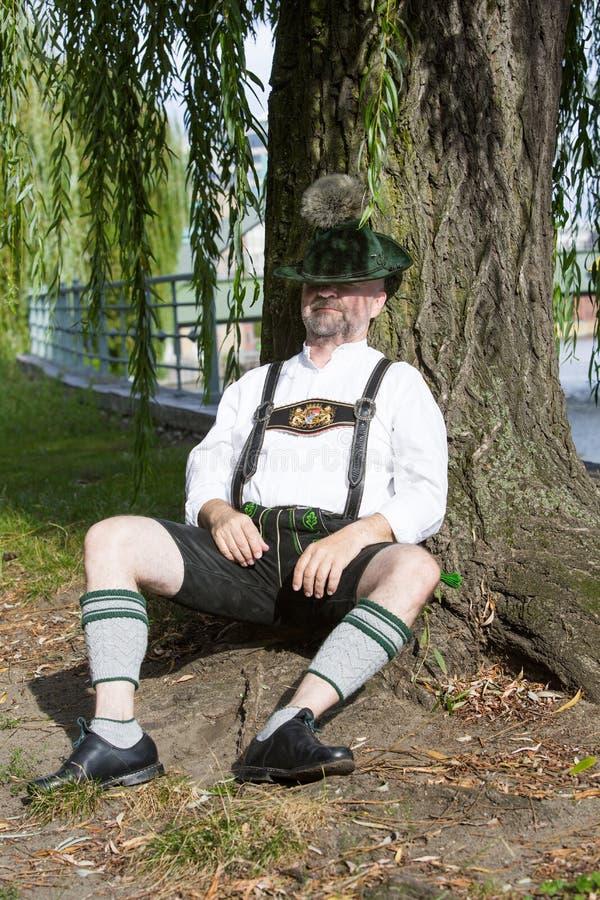Bayerisches Mannschlafen stockbilder