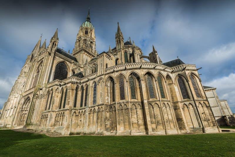Bayeux medeltida domkyrka av Notre Dame, Normandie, Frankrike royaltyfria bilder