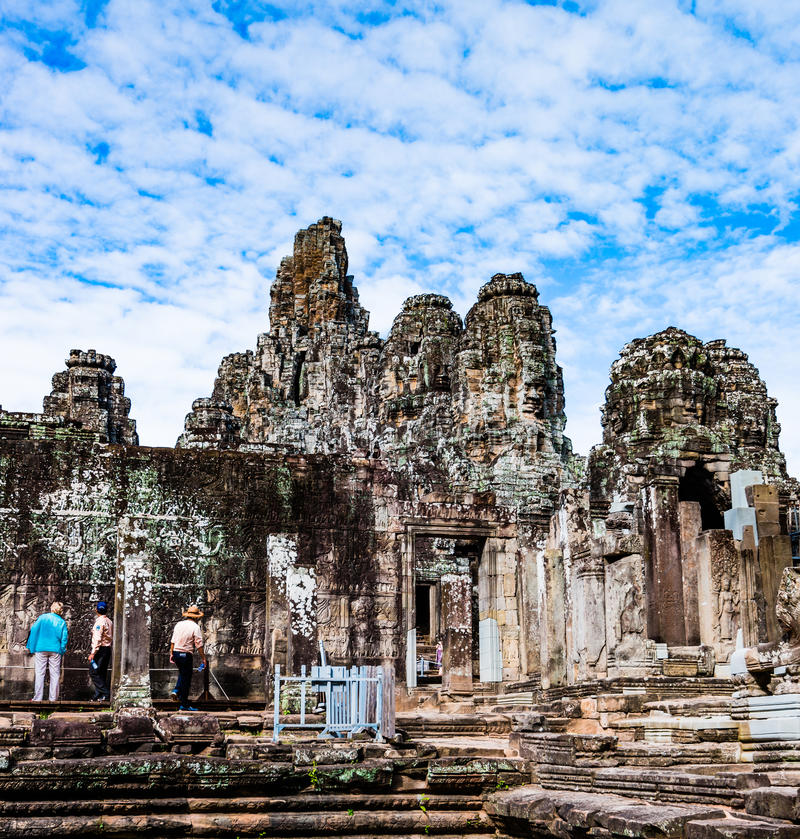 Bayon tempel (Angkor Wat) royaltyfri bild