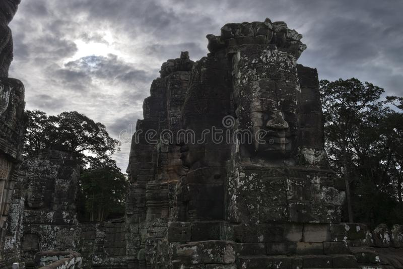 Bayon tempel, buddistisk en khmertempel i Angkor Thom City från det 11th århundradet, i det Angkor Wat komplexet nära Siem Reap,  royaltyfri fotografi