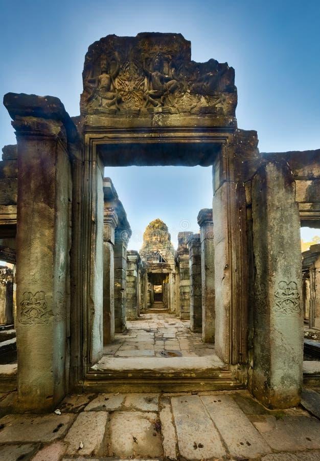 Bayon tempel i Angkor Thom för den cambodia för angkoren skördar banteay lotuses laken siemsreytempelet cambodia fotografering för bildbyråer