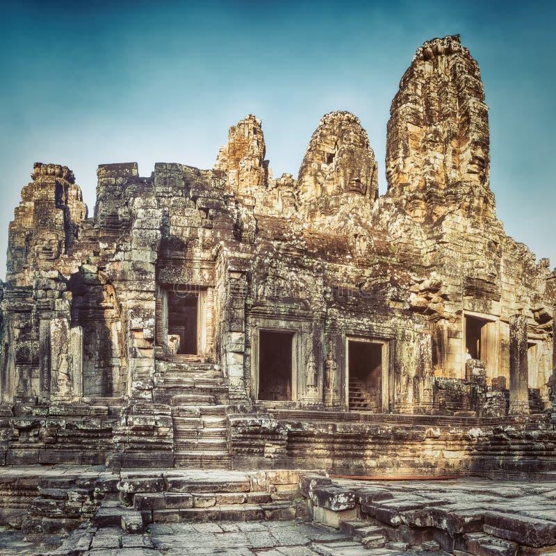 Bayon tempel i Angkor Thom för den cambodia för angkoren skördar banteay lotuses laken siemsreytempelet cambodia arkivbild