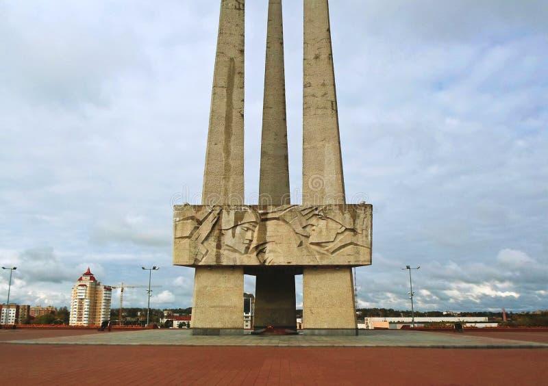 Bayonetas conmemorativas del complejo tres en Victory Square en Vitebsk foto de archivo
