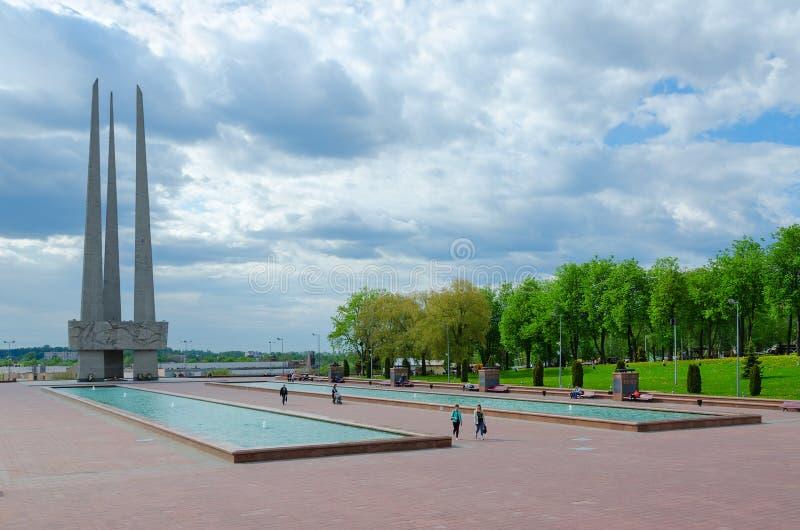 Bayonetas conmemorativas del complejo tres, Victory Square, Vitebsk, Bielorrusia fotografía de archivo libre de regalías