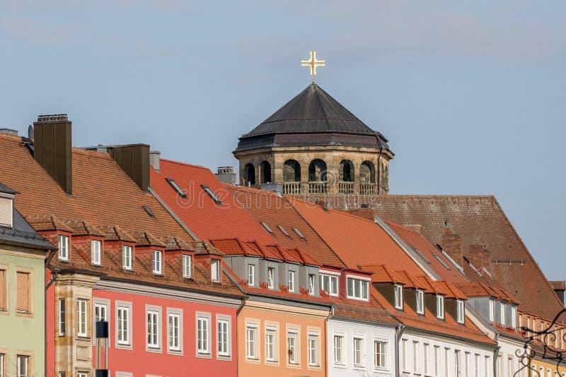 Bayreuth (Tyskland - Bayern), ortogonalt kyrkligt torn royaltyfria foton