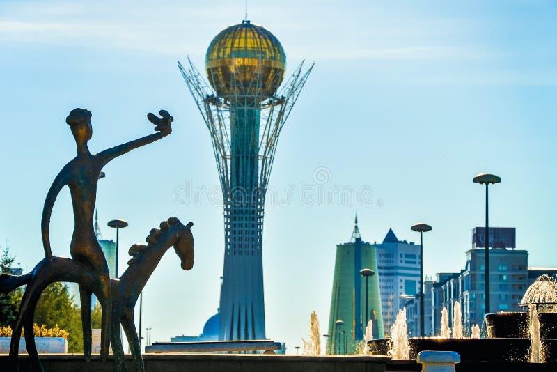 Bayterek är en monument och ett observationstorn i Astana arkivbild