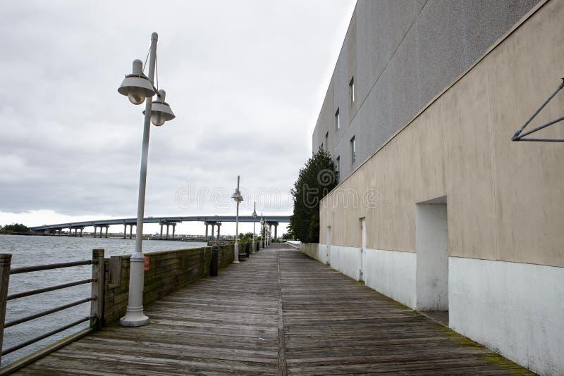 Baywalk langs het water stock afbeelding
