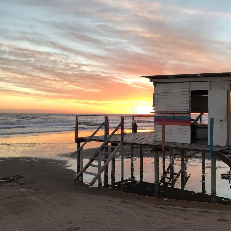 Baywatch solnedgångFN stranden royaltyfri foto