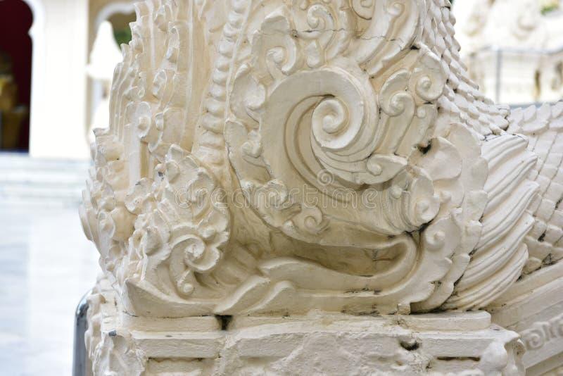 Baza biała wąż statua przy świątynią obrazy stock