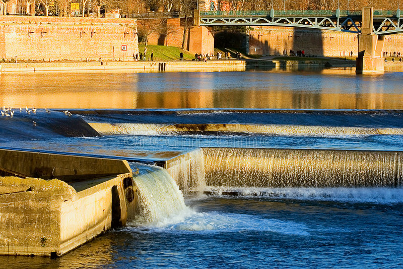 bazaclefrance garonne flod toulouse arkivbild