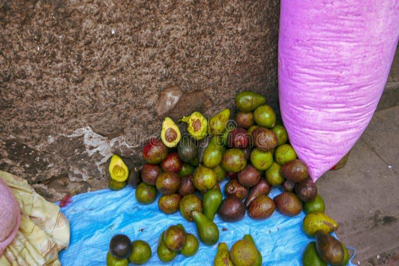 Bazar boliviano colorido em La Paz, Bolívia fotografia de stock royalty free