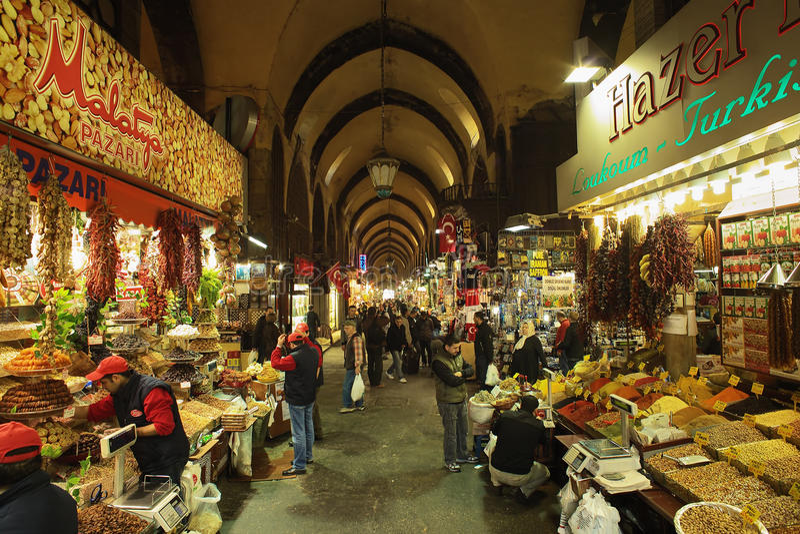 Bazar da especiaria (bazar egípcio) em Istambul imagens de stock