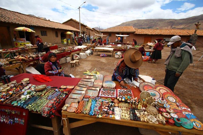 Bazar da lembrança em Raqchi. Peru fotos de stock royalty free