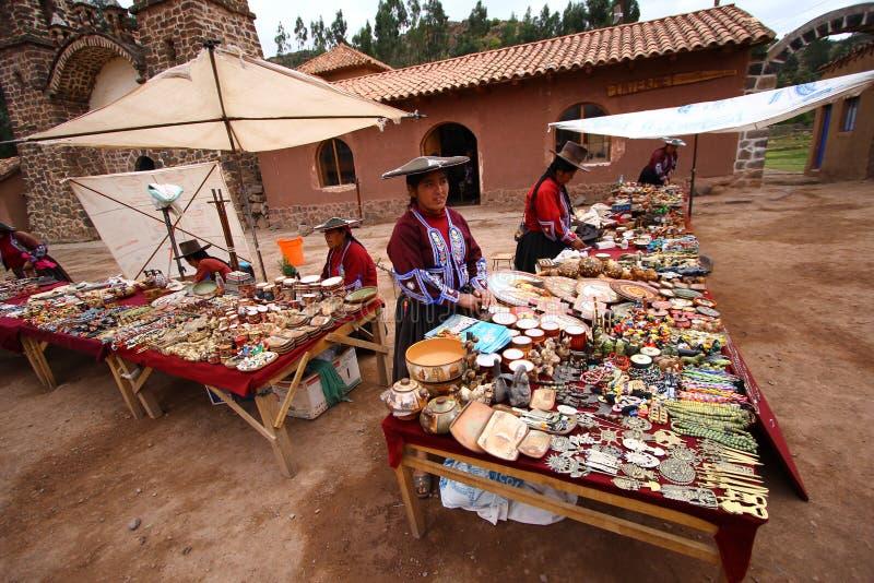 Bazar da lembrança em Raqchi. Peru fotos de stock