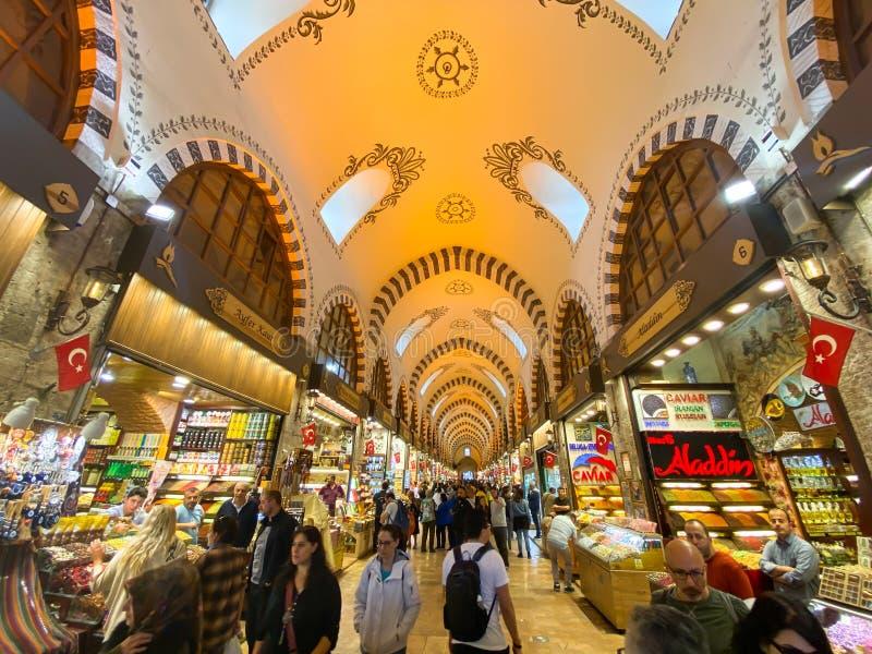Bazar Egípcio, Istambul, Turquia, 28 de outubro de 2019 As pessoas estão no Bazar Egípcio Spice Bazaar Grand Bazaar em Istambul imagens de stock