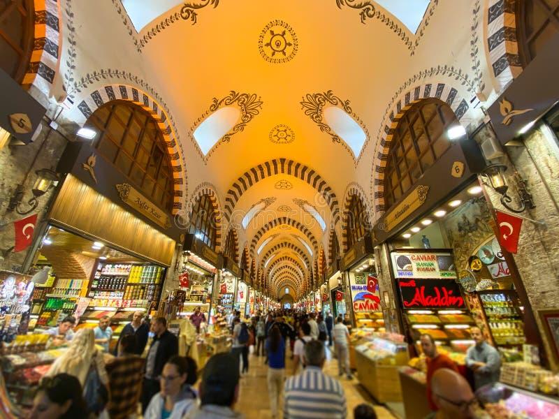 Bazar Egípcio, Istambul, Turquia, 28 de outubro de 2019 As pessoas estão no Bazar Egípcio Spice Bazaar Grand Bazaar em Istambul imagem de stock