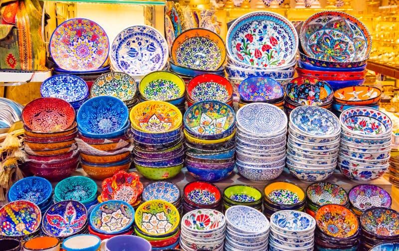 Bazar grande das l?mpadas aut?nticas coloridos em Istambul fotos de stock royalty free