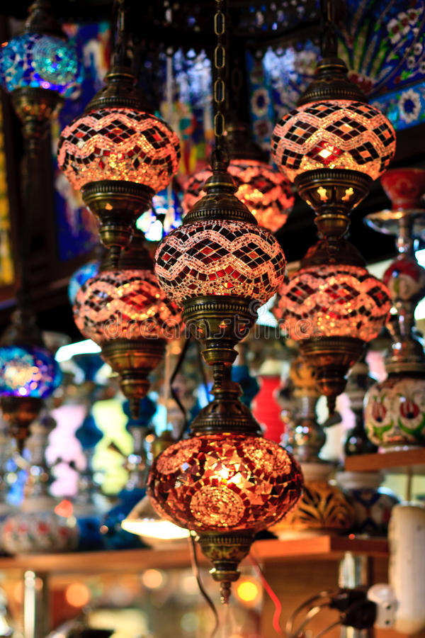 Bazar grande de Istambul - lanternas do turco do mosaico fotografia de stock
