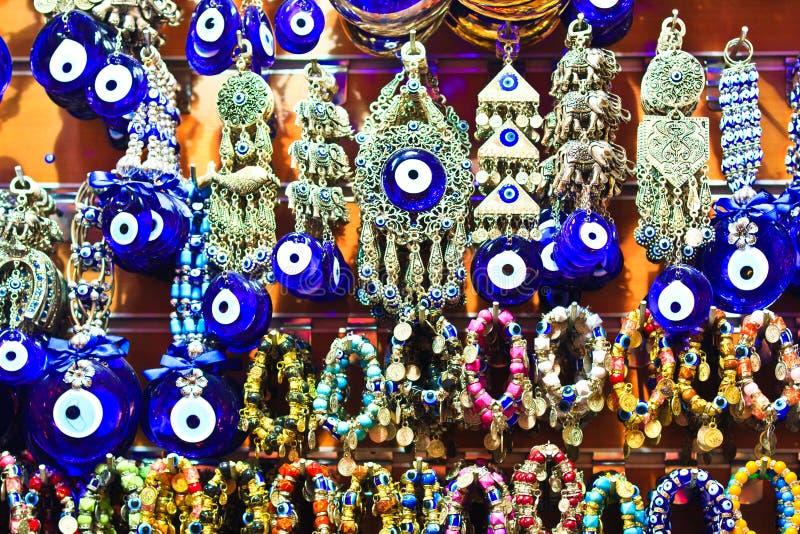Bazar grande de Istambul - olhos azuis turcos (Nazar) imagens de stock
