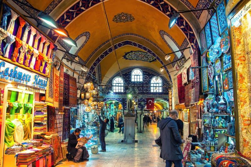 Bazar grande em Istambul, Turquia fotografia de stock