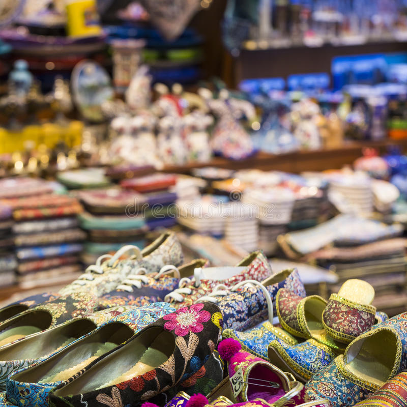 Bazar orientale - scarpe fatte a mano Immagine di punto di vendita a Istan fotografia stock libera da diritti