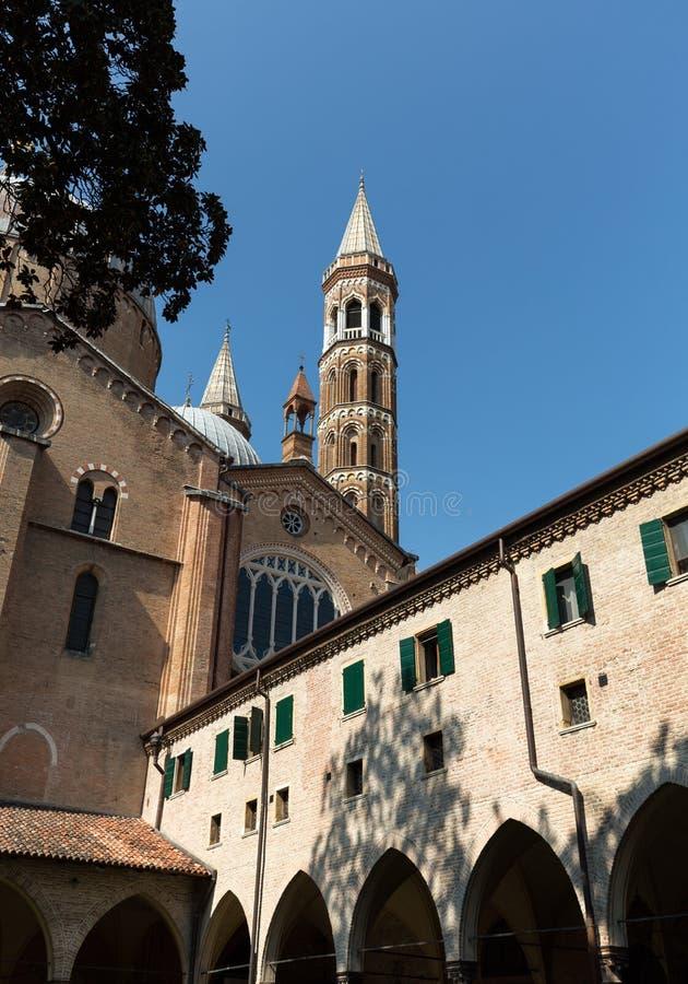Bazylika świętego Anthony viewing od swój wewnętrznego podwórza Padua, zdjęcia royalty free