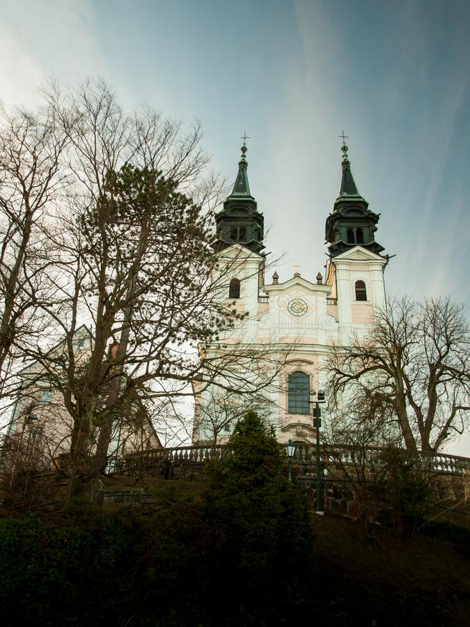 Bazylika na wierzchołku wzgórze w Linz Austria, Pöstlingberg-Kirche, - fotografia stock