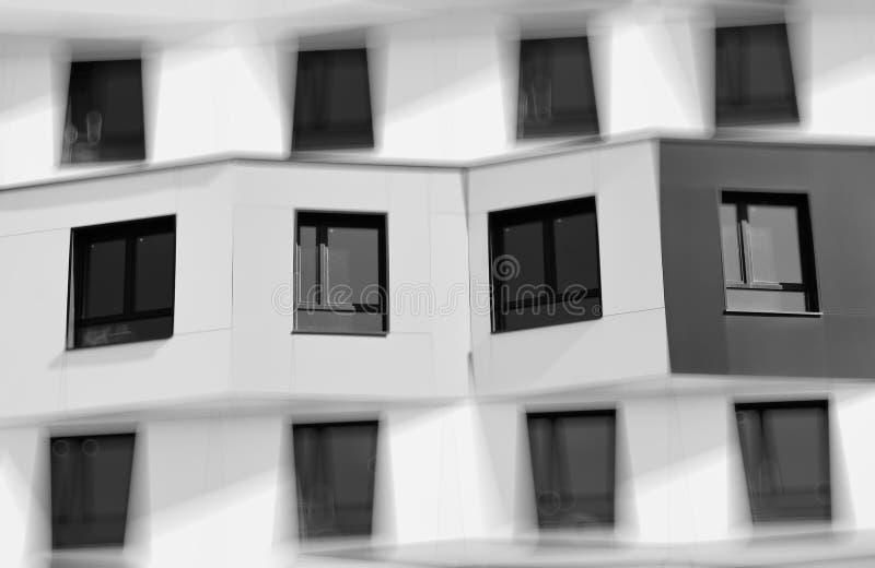 Bblack e planos vivos brancos no fundo de Moscou fotografia de stock royalty free