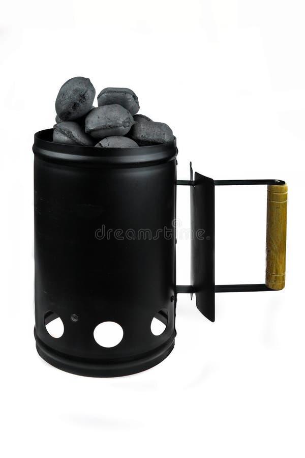 BBQ εκκινητής φλογών ανθράκων σχαρών με τις ανθρακόπλινθους ξυλάνθρακα που απομονώνεται στοκ φωτογραφίες με δικαίωμα ελεύθερης χρήσης