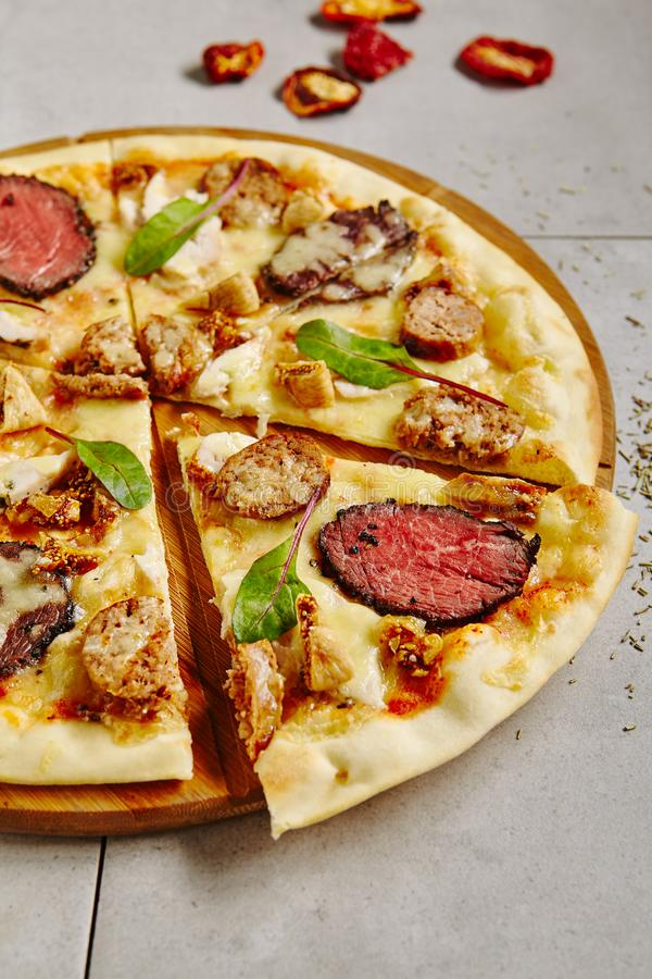 Bbq πίτσα κρέατος στοκ εικόνα με δικαίωμα ελεύθερης χρήσης