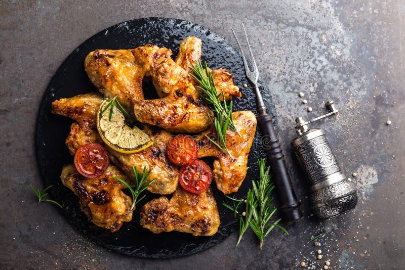 BBQ φτερά κοτόπουλου, πικάντικο ψημένο στη σχάρα κρέας στοκ φωτογραφία με δικαίωμα ελεύθερης χρήσης