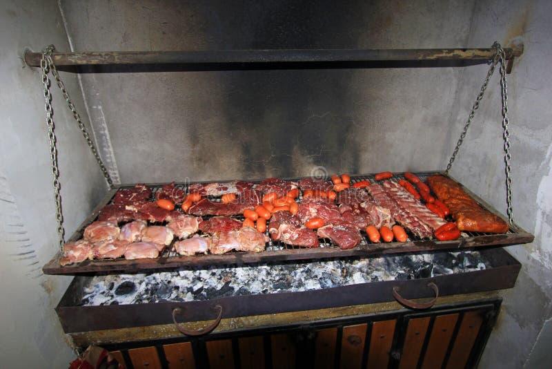 BBQ argentin typique de parillada en Argentine ou au Chili image libre de droits