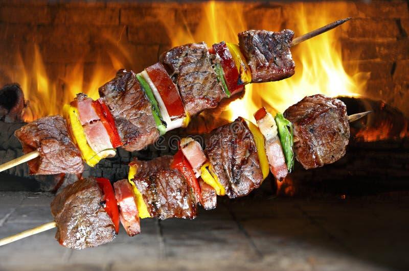 Bbq con kebab fotos de archivo