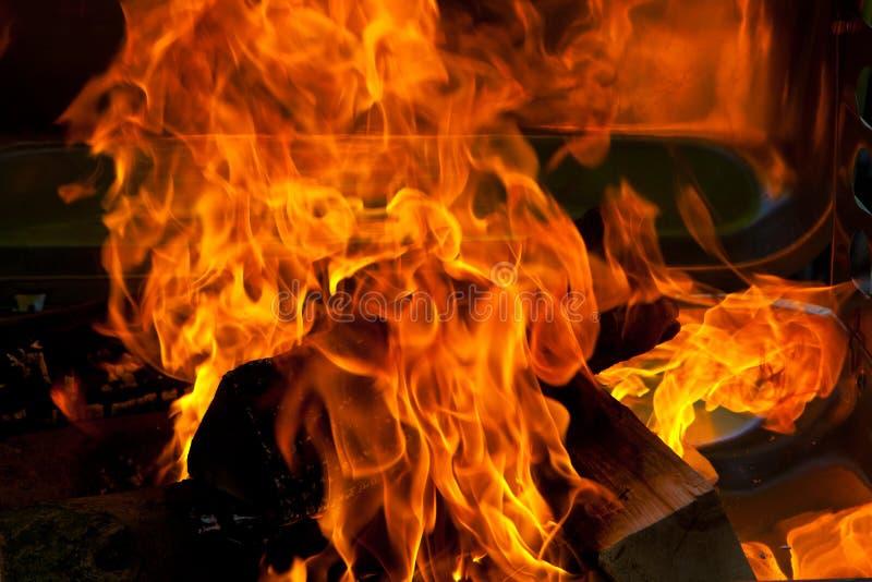 BBQ da madeira do fogo fotos de stock