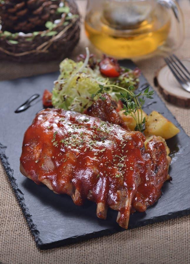 BBQ de Riblapje vlees van het sausvarkensvlees royalty-vrije stock foto's