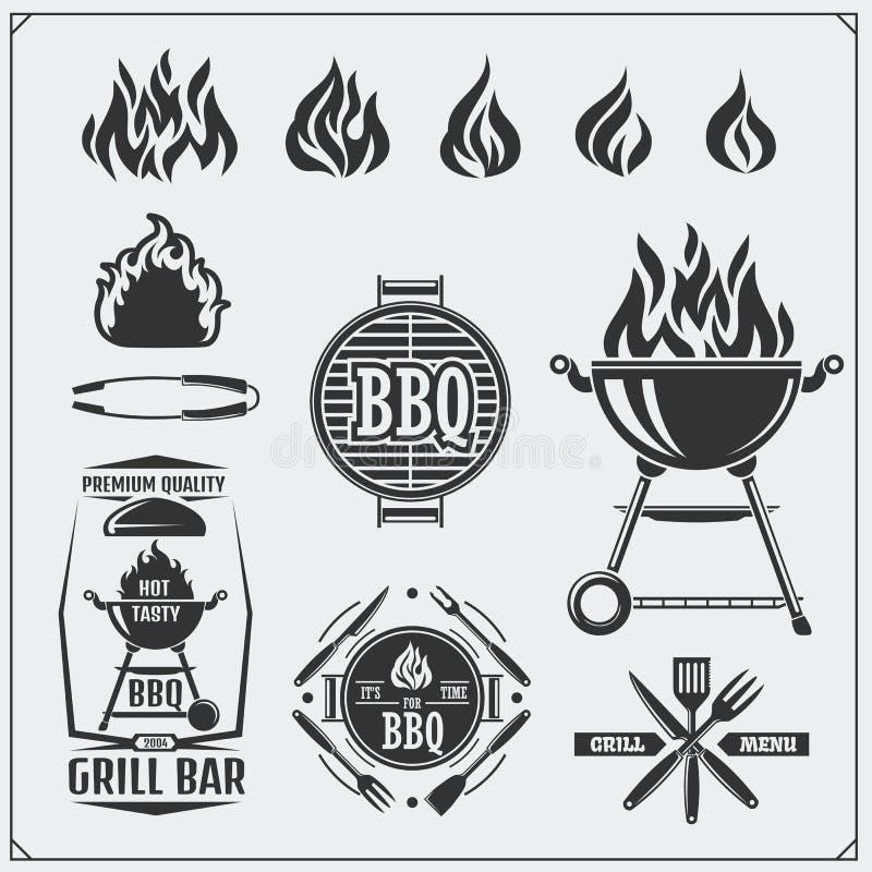 BBQ en grill geplaatste etiketten Barbecueemblemen, kentekens en ontwerpelementen Vector Zwart-wit Illustratie stock illustratie