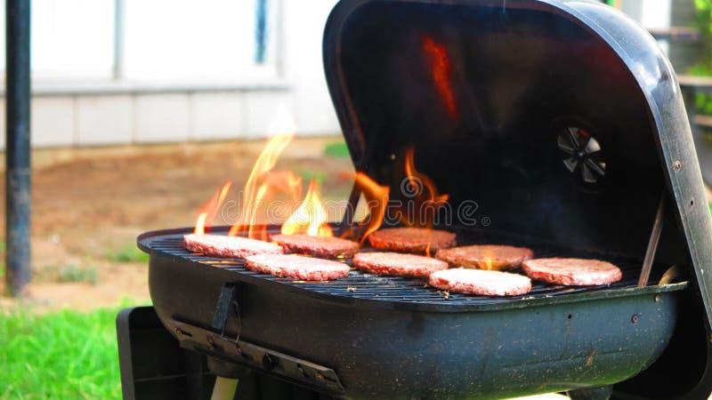 BBQ flamejante 8 do Hamburger imagens de stock
