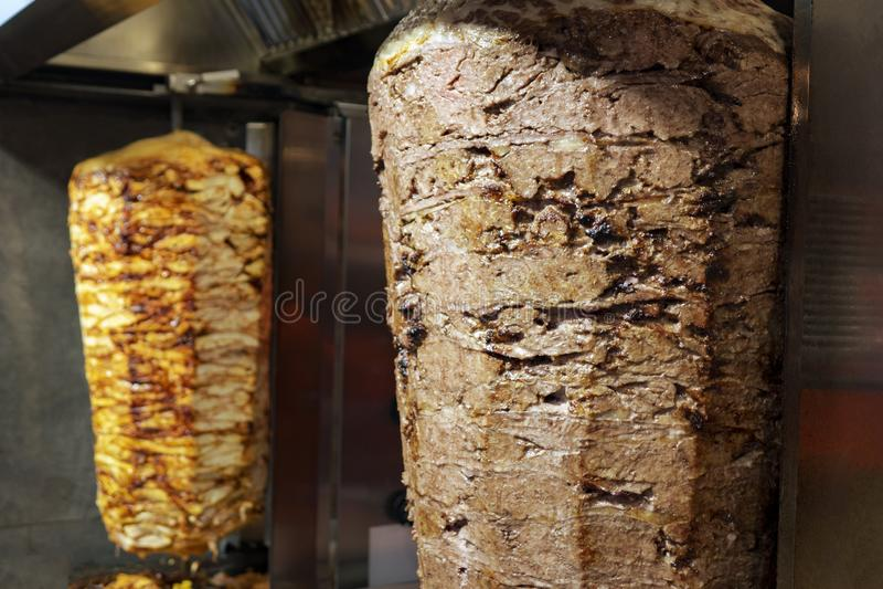 Bbq-Fleisch für türkischen doner Kebab im Restaurant in Istanbul stockbilder