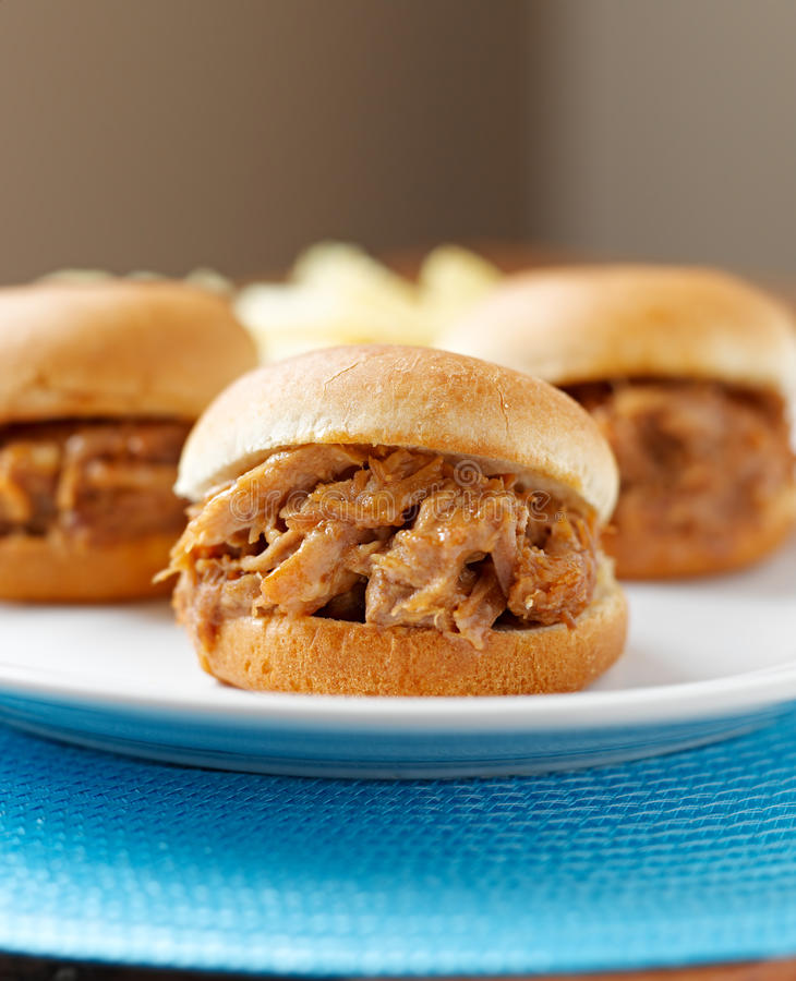 Bbq getrokken varkensvleessandwiches royalty-vrije stock fotografie