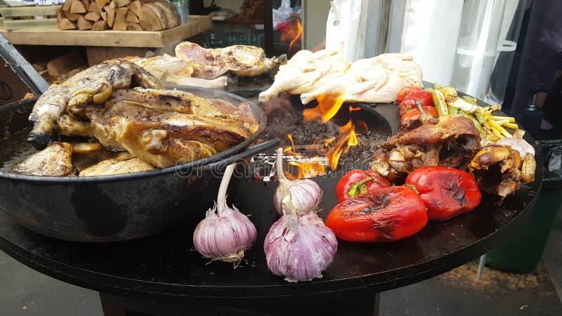 Bbq-Huhn auf einem Grill stockbild