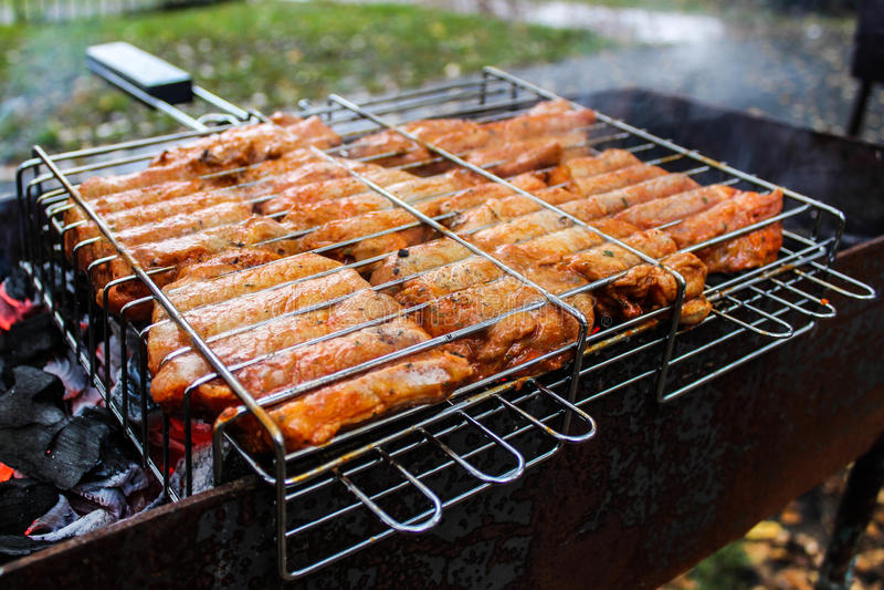 Bbq-Huhn auf Grill stockbilder