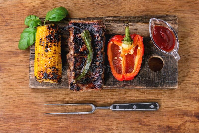 Bbq-kött och grönsaker arkivfoto