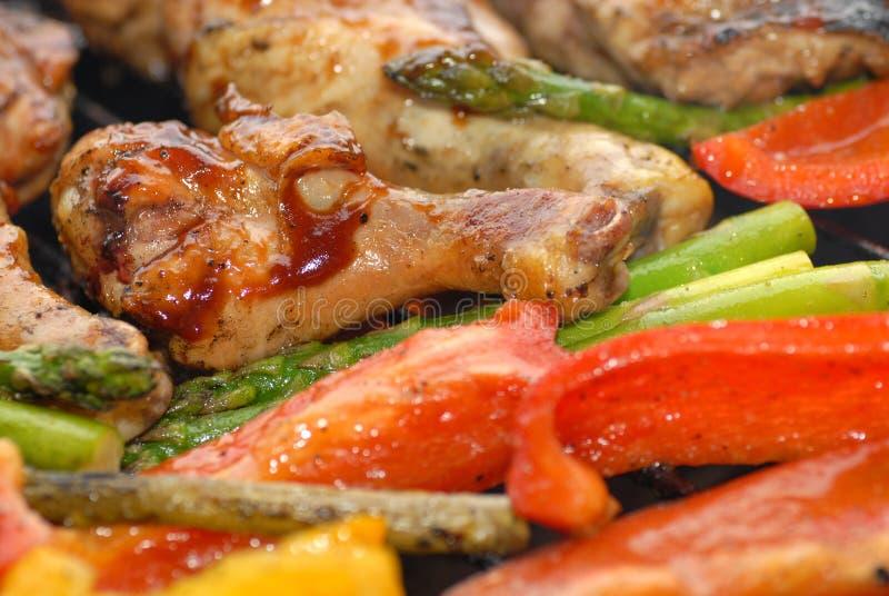 BBQ kip op een grill stock foto