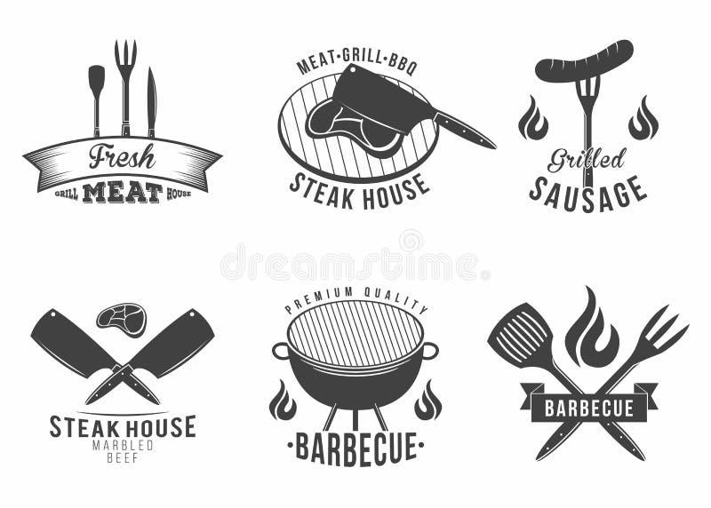 BBQ Satz des Grill- und Grillrestaurantlogos, des Menüelements, des Aufklebers und des Ausweises stock abbildung