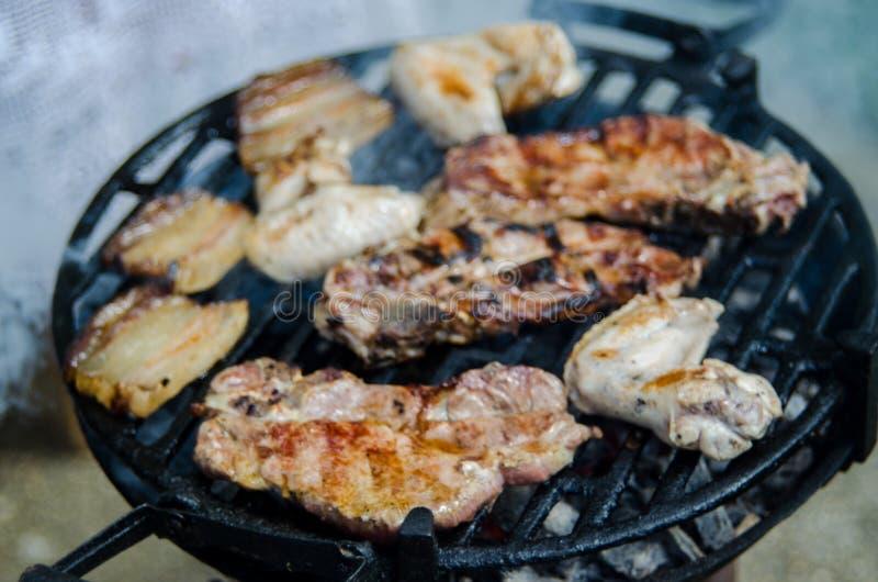 BBQ voll des Fleisches stockfoto