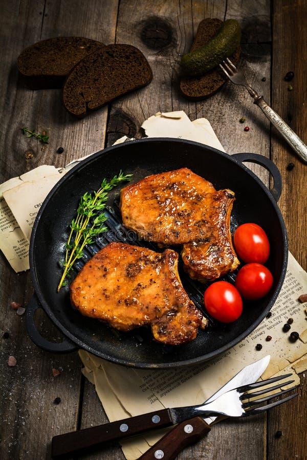 BBQ wieprzowiny kotleciki w słodkim glazerunku zdjęcia royalty free