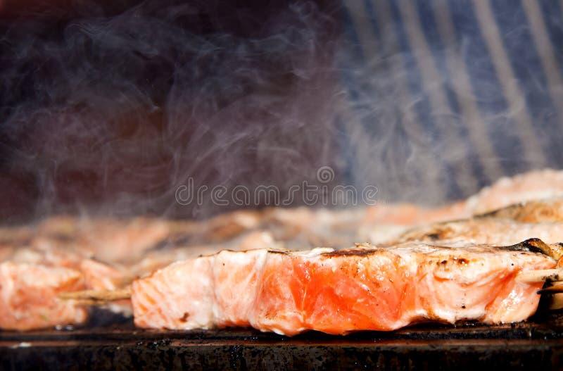 BBQ zalm. stock foto