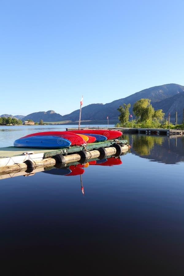 bc osoyoos утра озера вертикальные стоковые изображения rf